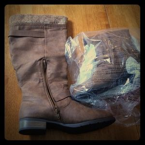 Brown wide calf boot size 10 w/leg warmer acc.